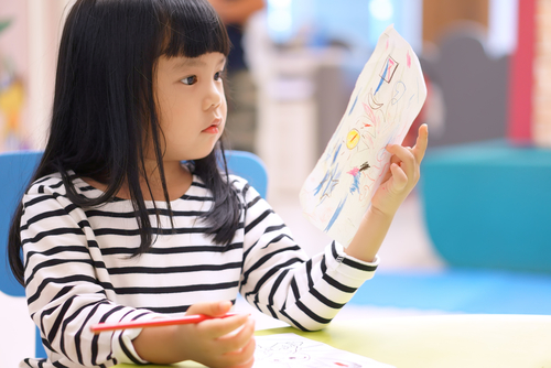 牛乳パックでの手作りおもちゃ。保育園で簡単に作れる、乳幼児向けおもちゃのアイデア