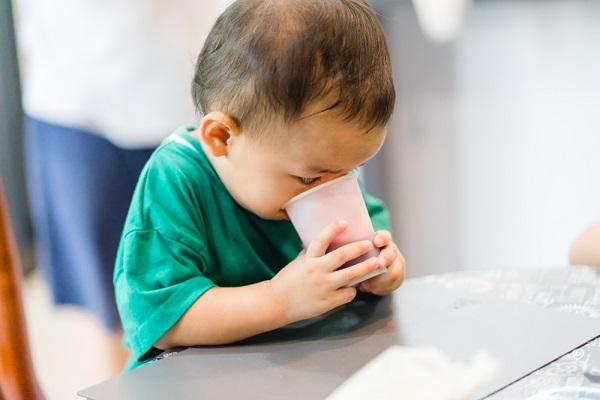 紙コップ・紙皿を使った簡単手作りおもちゃ。乳児・幼児向けの年齢別のアイデア
