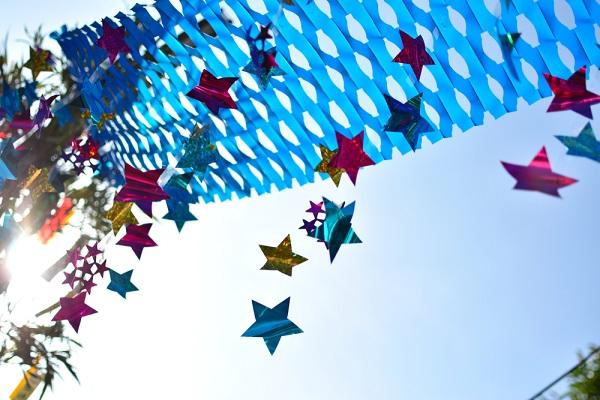 【幼児向け】保育園で七夕製作をしよう。3歳児・4歳児・5歳児が楽しめる吹き流しや星の飾り