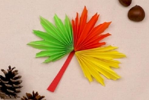 【動画】三つ巴色!折り紙でカラフルなメープルの葉をつくろう