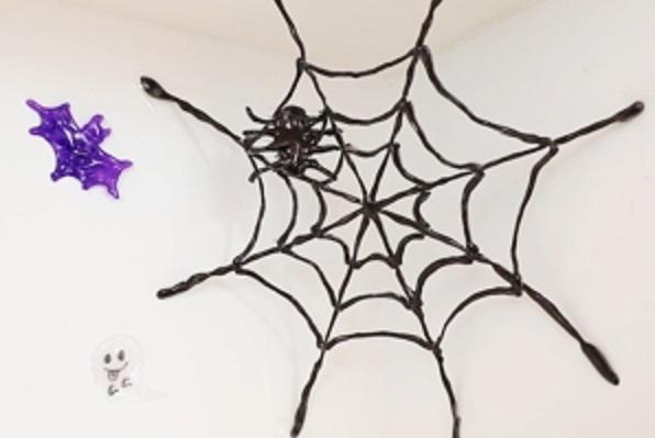 【動画】本物そっくりなクモの巣でハロウィンを盛り上げよう