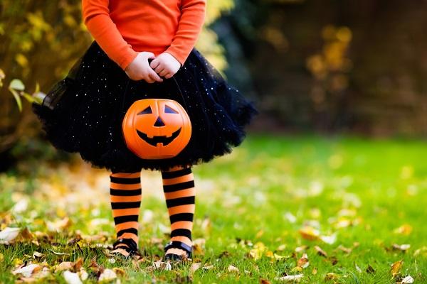 0歳児から2歳児の子どもが楽しめるハロウィン製作。保育に役立つ、おばけやかぼちゃなどのアイデア