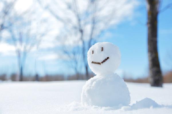 保育園で楽しむ子どもたちの雪遊び。保育のねらいやアイデア