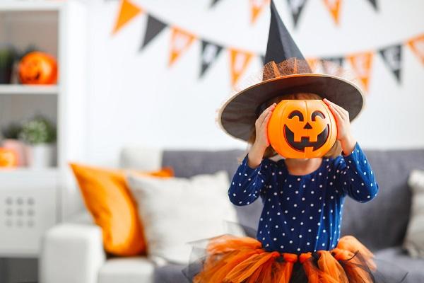 ハロウィンを楽しむ子ども