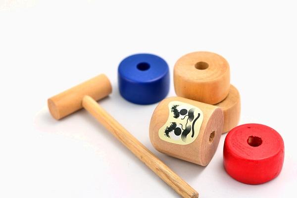 保育園や幼稚園で楽しめるお正月の伝承遊び。ねらいや遊びの由来
