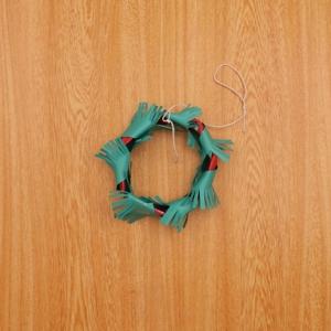 クリスマスリース タコ糸を結ぶ工程