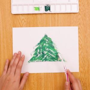 歯ブラシでクリスマスカード 歯ブラシに色をつけてお絵かきする工程