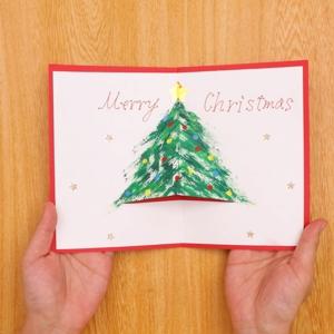 歯ブラシでお絵かきクリスマスカード 色画用紙に貼り付けてできあがり