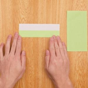 折り紙リース 半分の折り紙を3等分に数えて折る工程