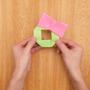 折り紙リース リボンとリースを組み合わせる工程