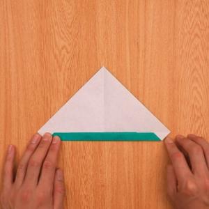 折り紙の門松 折り目に向かって3回折る工程