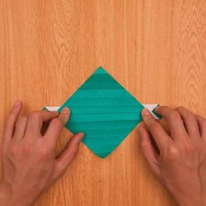 折り紙の門松 裏返して段降りにする工程