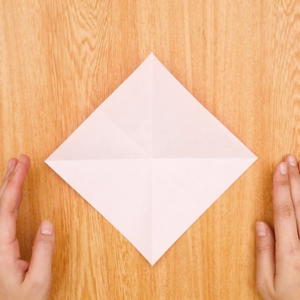 折り紙福袋 折り紙を2回折って開く工程