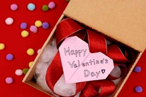 【動画】バレンタインデーの贈り物に。かわいい折り紙ハートをつくろう