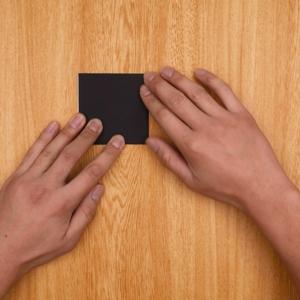 折り紙を1回折って、さらに2回折る