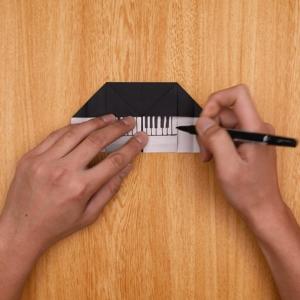 ピアノの鍵盤をペンで書く