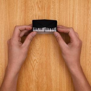鍵盤に再度折り目をつけて、左右を折り畳んで完成
