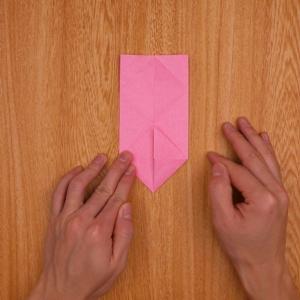 折り紙を縦にしてから下部を開く