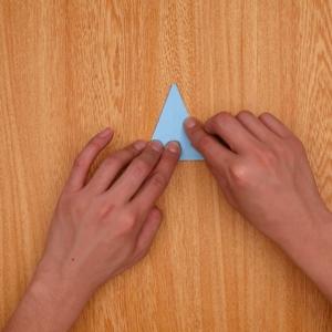 一度奥に折ってから手前に折り畳む