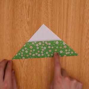 折り目に合わせて折る工程