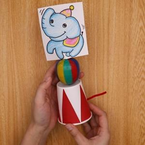 ゾウの絵をカプセル容器に貼ってできあがりです。