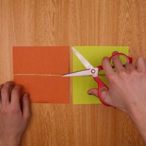折り紙をカットする