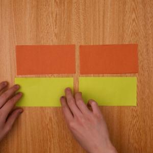 カットした折り紙を並べなおします。