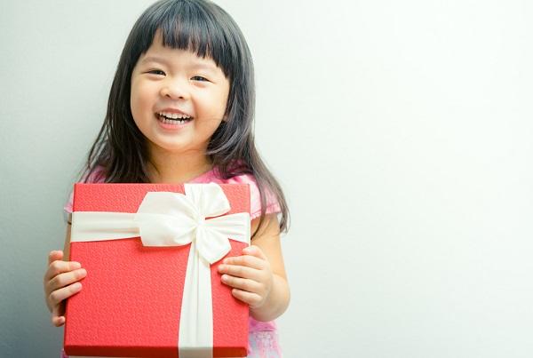 保育園や幼稚園のお別れ会の出し物。プレゼントやゲームなど職員が主役のアイデア