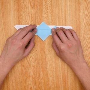 ツノを作るように折る