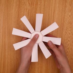 紙コップを8等分にカットする