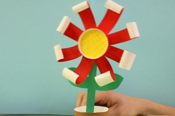 【動画】ゆらゆら揺れる紙コップフラワー