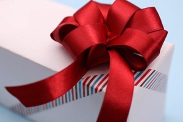 【動画】フラワーリボンで、子どもたちへのプレゼントに一花添えよう