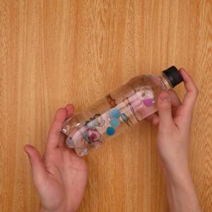 ペットボトルに材料を入れる