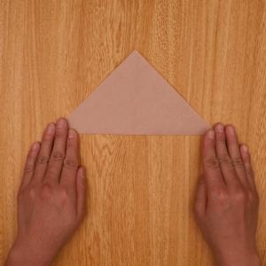 再度、三角折りします。