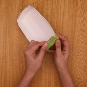 牛乳パックで船の形を作る工程