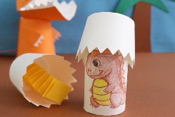 【動画】飛び出す製作に子どももびっくり!紙コップで作る赤ちゃん恐竜