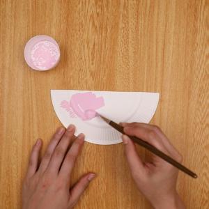 絵の具に色を付ける工程