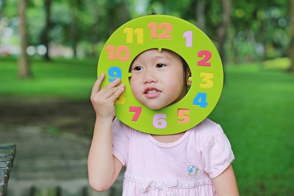 時の記念日の製作。腕時計や置き時計など、3歳児から5歳児が簡単に作れるアイデア
