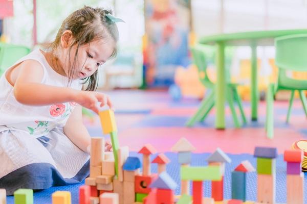 認可保育園と認可外保育園の違いとは?保育料や補助金制度、無償化の範囲について
