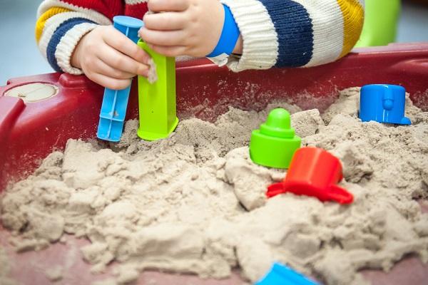 砂遊び 室内の画像