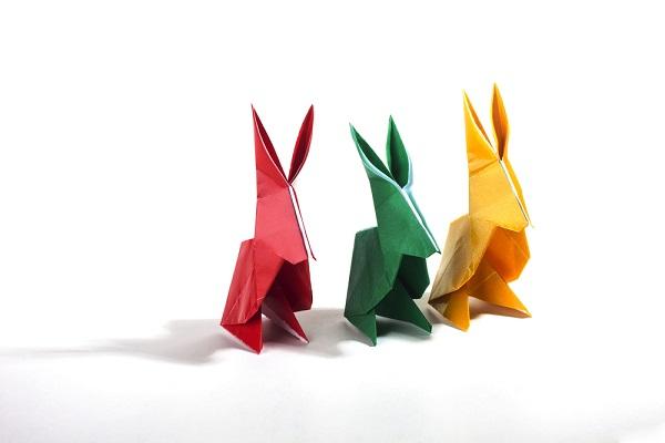 保育園でできるお月見の折り紙製作。うさぎや団子、すすきなどの簡単なアイデア