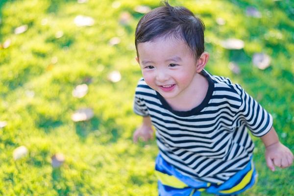 男児 笑顔