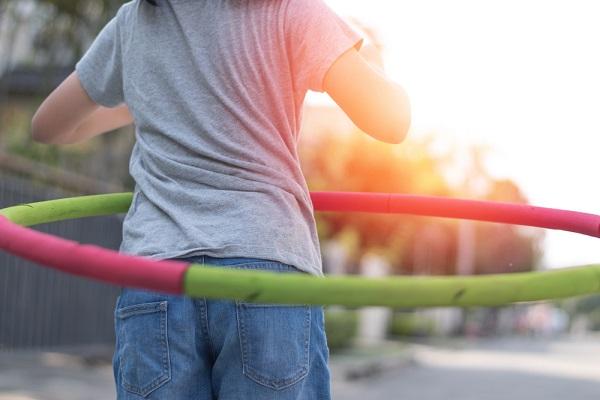 5歳児の運動遊び。保育に役立つ、ボールやマット運動、サーキットなど室内外のアイデア