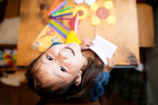 保育園でできる4歳児向けの製作遊び。紙コップや牛乳パックを使った、季節ごとのアイデア