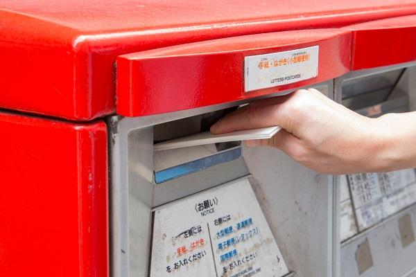 保育士の転職活動に役立つ、履歴書の郵送方法。封筒や宛名の書き方、送るときのマナー