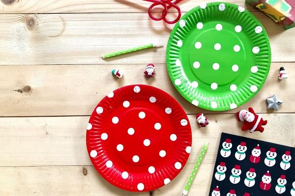 カラフルな紙皿