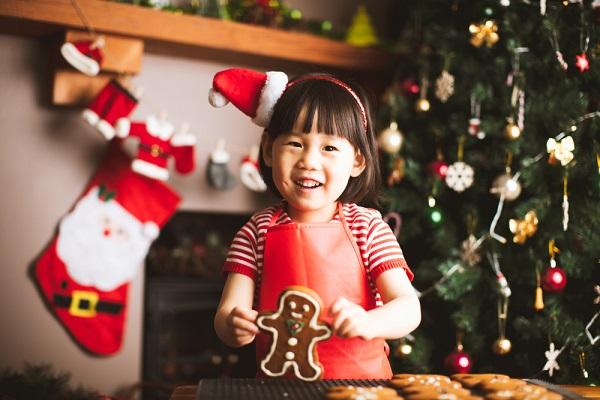 保育園でのクリスマス会。ゲームや製作遊び、出し物やプレゼントのアイデア