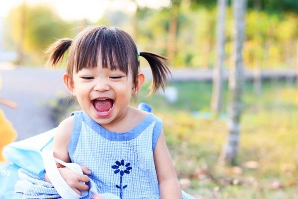 笑っている子どもの様子