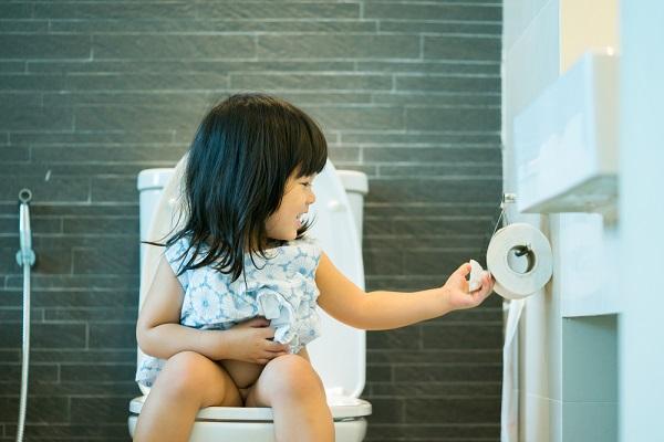 トイレ 女の子