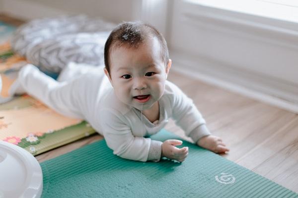 乳児 室内遊び
